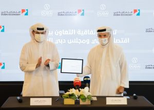 HE Sami Al Qamzi and HE Saeed Hareb during the signing of the agreement.